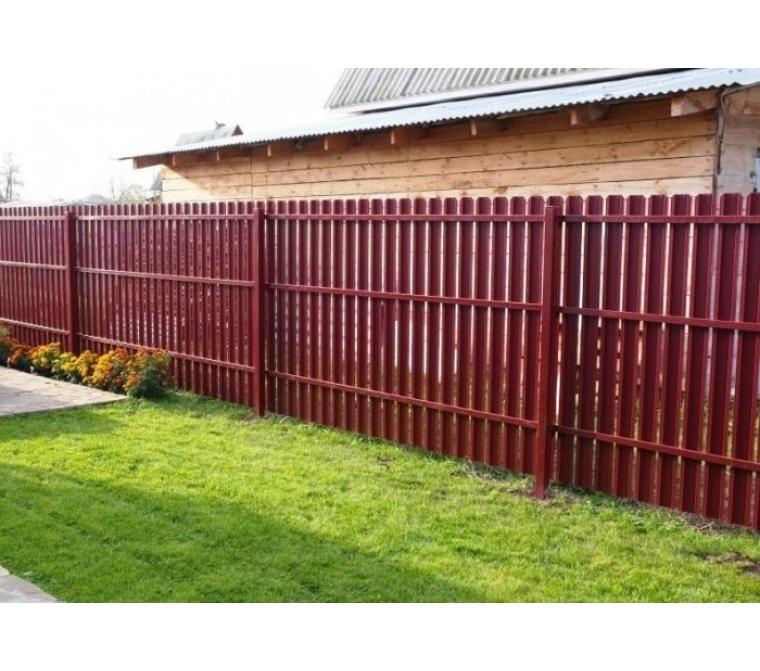 Забор из металлического евроштакетника с двухсторонним полимерным покрытием